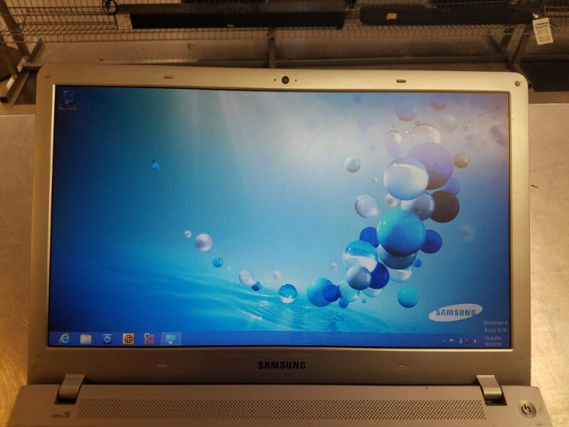 SAMSUNG Laptop/Netbook NP510R5E-A02UB LAPTOP