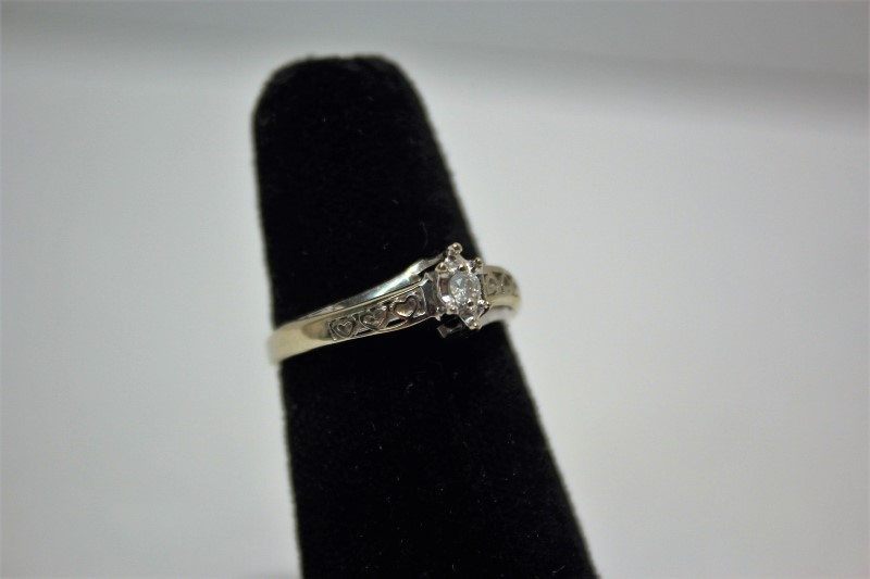 Lady's Diamond Engagement Ring .05 CT. 10K White Gold 2.3g Size:7