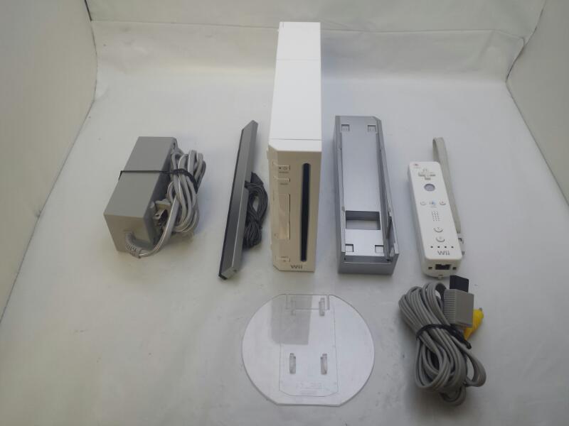 Nintendo Wii RVL-001 White Console *GAMECUBE COMPATIBLE*
