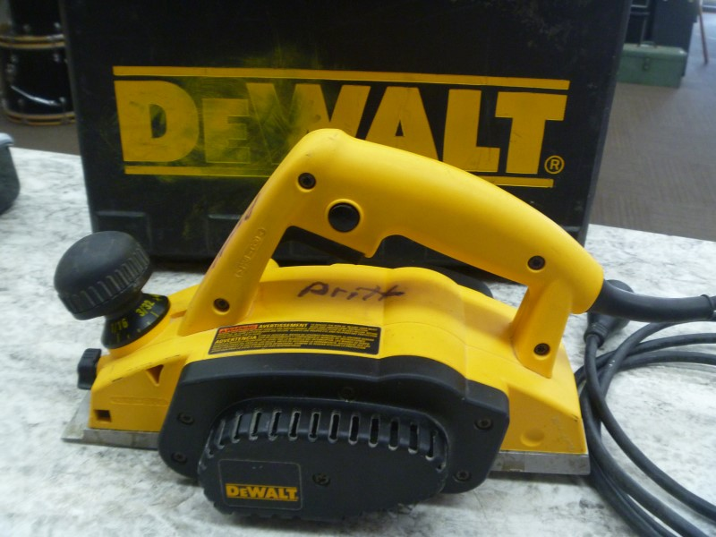 DEWALT PLANER DW680 - GOOD CONDITION, WITH CASE