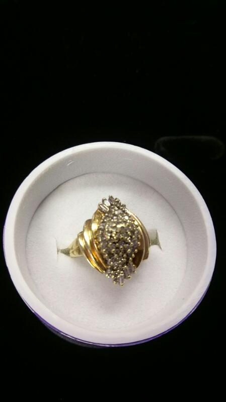 Lady's Diamond 10kyg, 32 Diamonds Ring .52 Carat T.W. 10K Yellow Gold 4.2g