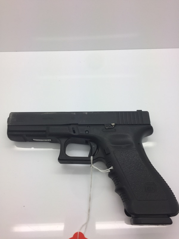 GLOCK_40 22 PISTOL-SEMI AUTO GLOCK  IN BLACK CASE WITH 3 MAGS BLUE