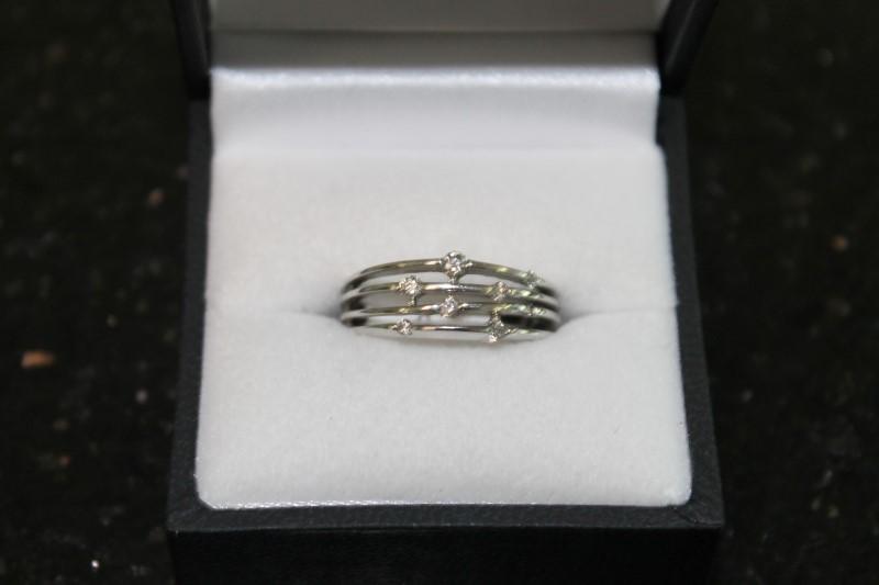 LADY'S 10K WHITE GOLD DIAMOND FASHION RING