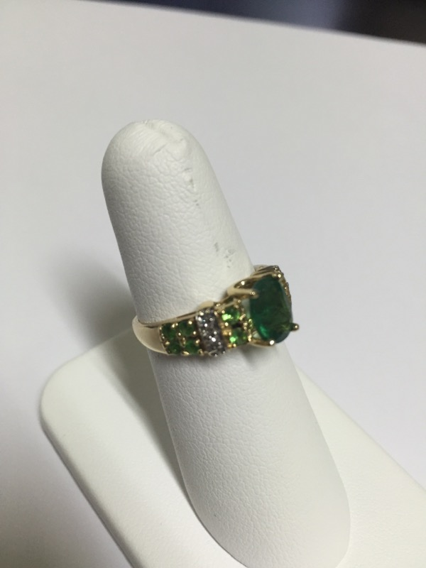 GREEN STONE(S)  CLUSTER RING L'S 14KT GREEN STONE(S)  2.5/YG