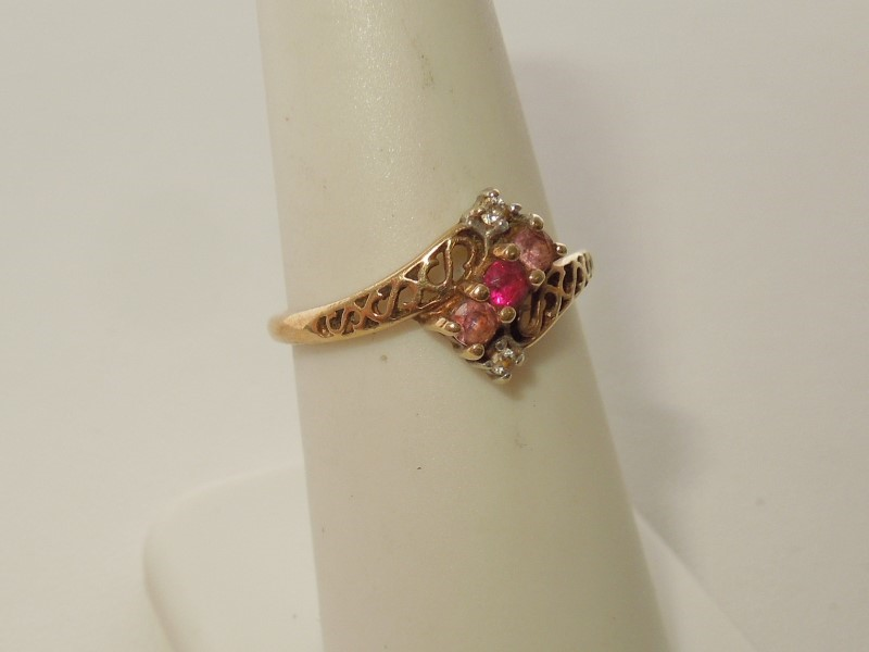 Pink Stone Lady's Stone Ring 10K Yellow Gold 1.8g
