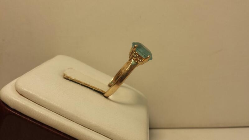 10k Yellow Gold with 1 Oval Teal Stone and 4 Diamond Chips - 1.8dwt - Size 6.5