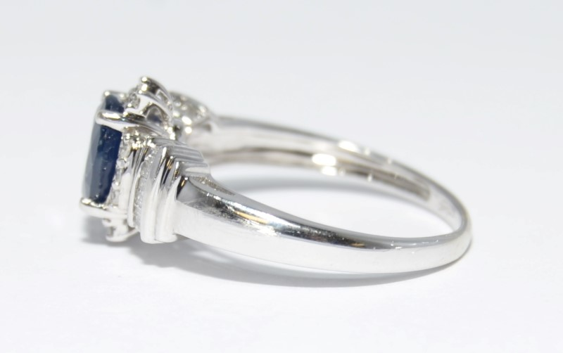 10K White Gold Royal Blue Sapphire & Diamond Engagement Ring Size 7