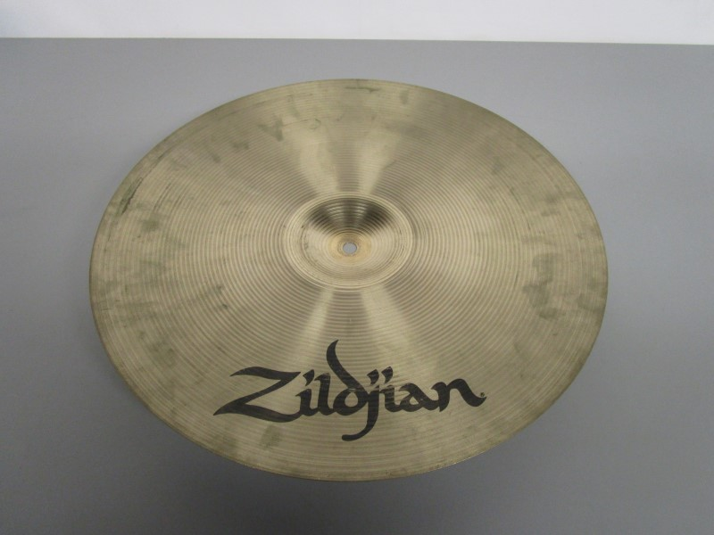 "ZILDJIAN AVEDIS 17"" MEDIUM THIN CRASH, EXCELLENT CONDITION"