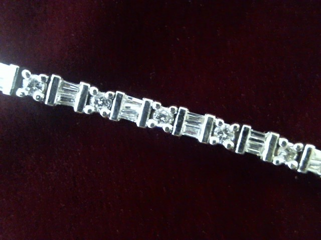 Gold-Diamond Bracelet 84 Diamonds 1.68 Carat T.W. 14K White Gold 8g