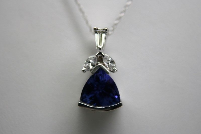 FASHION DIAMOND & TANZANITE PENDANT 14K WHITE GOLD