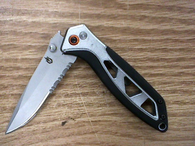 GERBER Pocket Knife OUTRIGGER