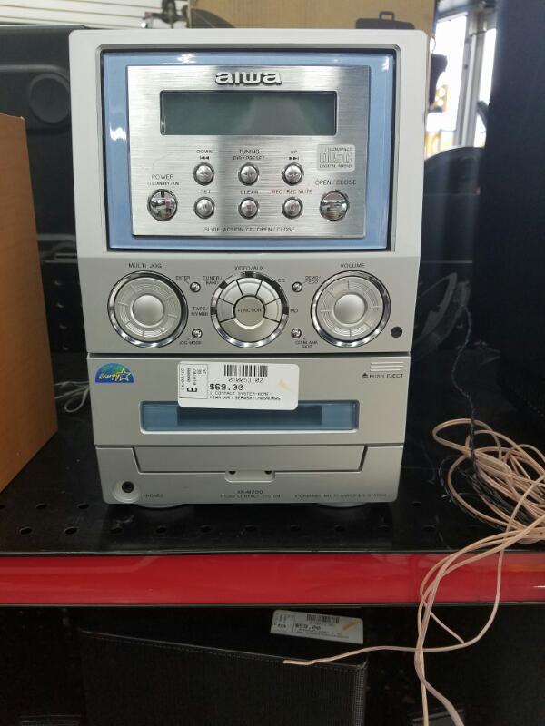 AIWA XRM-200U COMPACT SYSTEM-HOME    SILVER