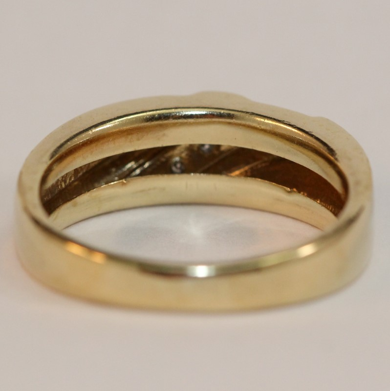 Men's 10K Yellow Gold and Diamond Wedding Band Size 9.25