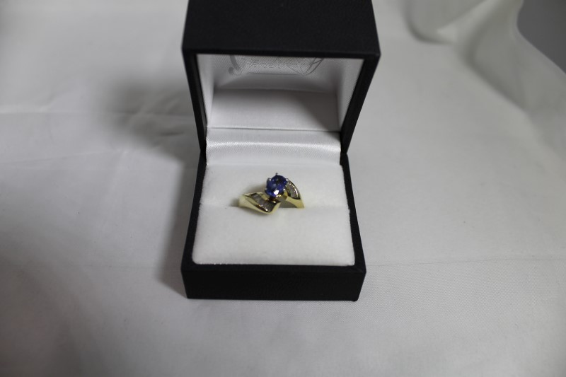 Tanzanite Lady's Stone & Diamond Ring 13 Diamonds .26 Carat T.W.