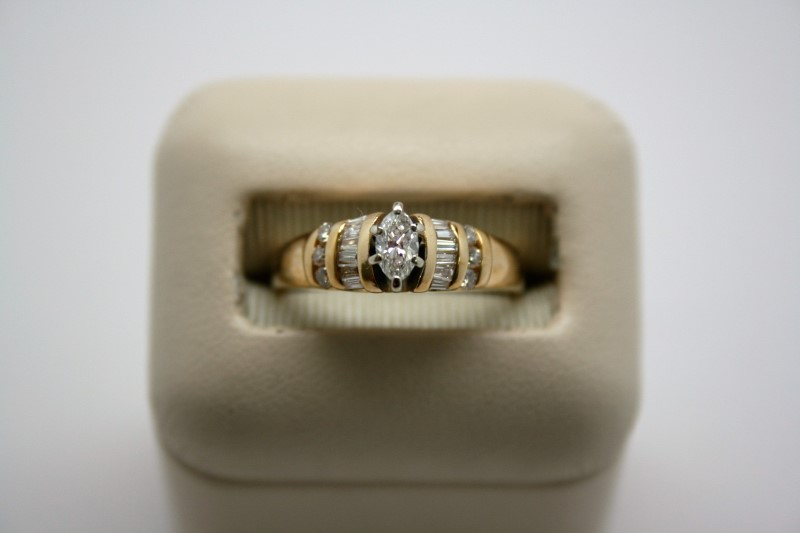 LADY'S FASHION DIAMOND RING 14K YELLOW GOLD