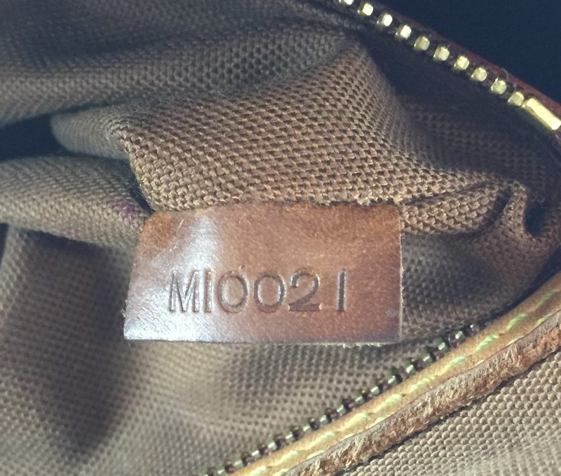 LOUIS VUITTON MONOGRAM MINI LOOPING BAG