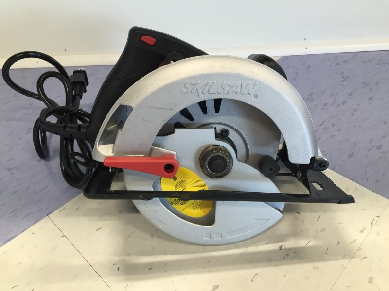 "SKIL #5350- 7 1/4"" SKILSAW, GOOD CONDITION, MINOR WEAR."