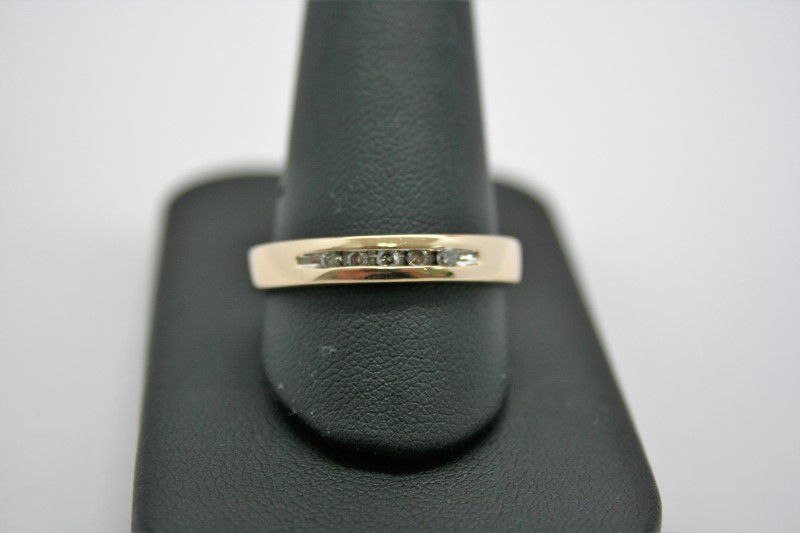 GENT'S DIAMOND WEDDING BAND 14K YELLOW GOLD 11