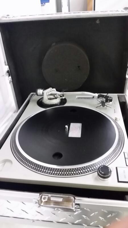 TECHNICS Turntable SL-1200MK2
