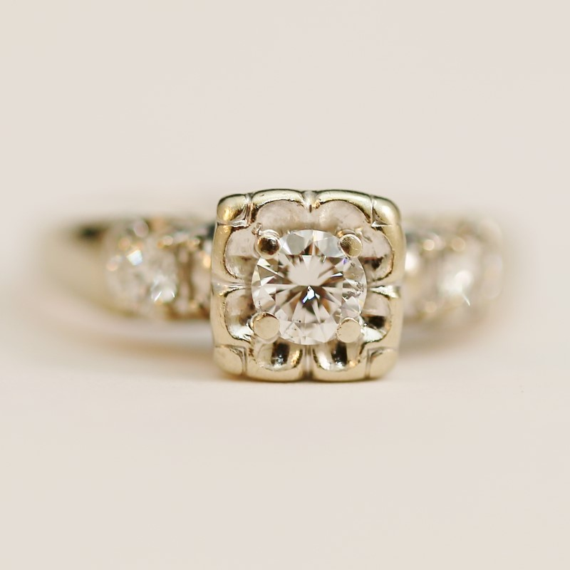 14K W/G Round Brilliant Cut Floral Designed Diamond Ring Size 6.5