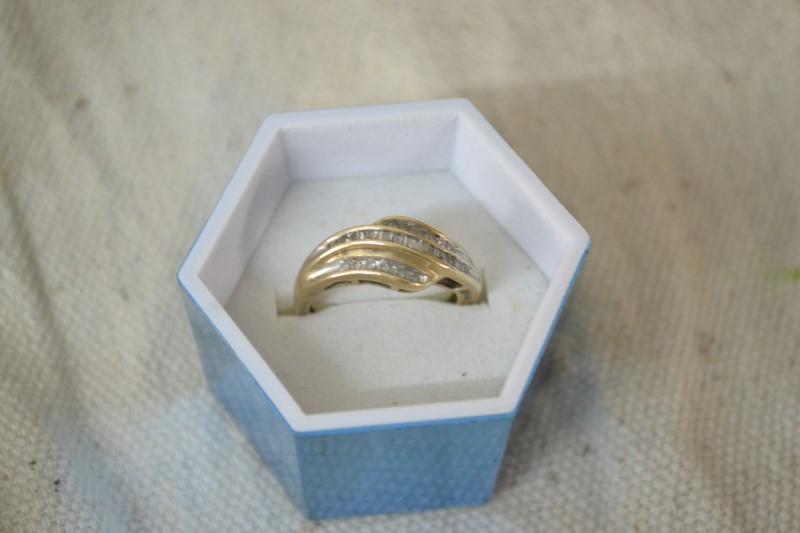 Lady's Diamond Cluster Ring 31 Diamonds .50 Carat T.W. 10K Yellow Gold 3.3g