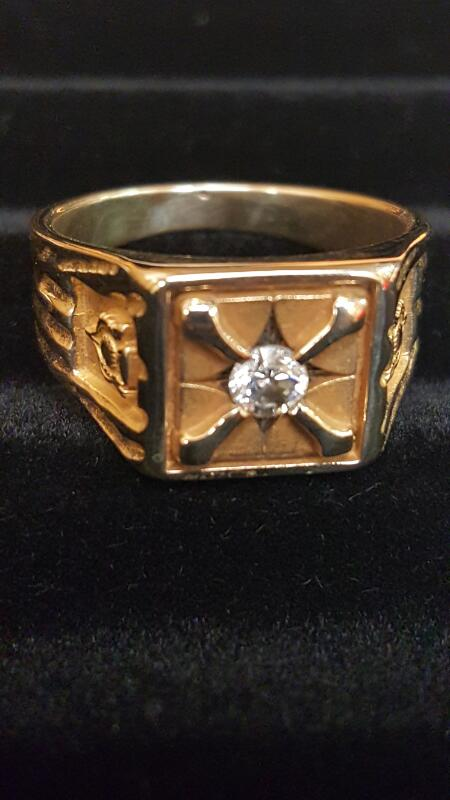 Gent's Diamond Solitaire Ring .15 CT. 10K Yellow Gold 6.7dwt