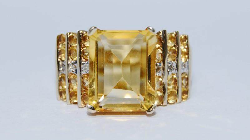 Yellow Stone Lady's Stone Ring 10K Yellow Gold 5.69g