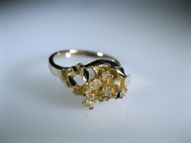 White Stone Lady's Stone Ring 14K Yellow Gold 3.8g