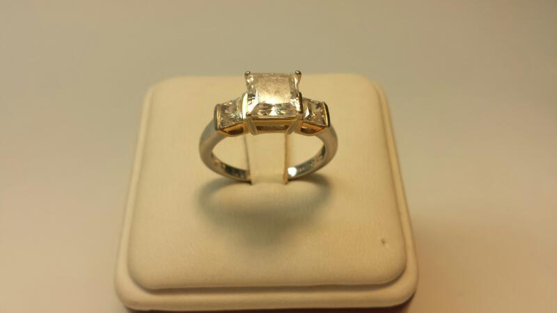14k White Gold Ring with 3 Clear Stones at 2.66ctw - 3.1dwt - Size 8