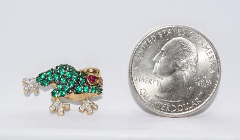 Alwand Vahan AV 10K Yellow Gold Green Stone Encrusted & Diamond Frog Pendant