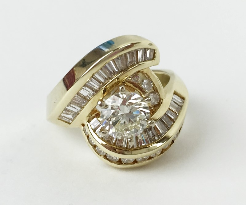 .91cts Cntr w 40 Diamonds 2.40 Carat T.W. 14K Yellow Gold 9.98g