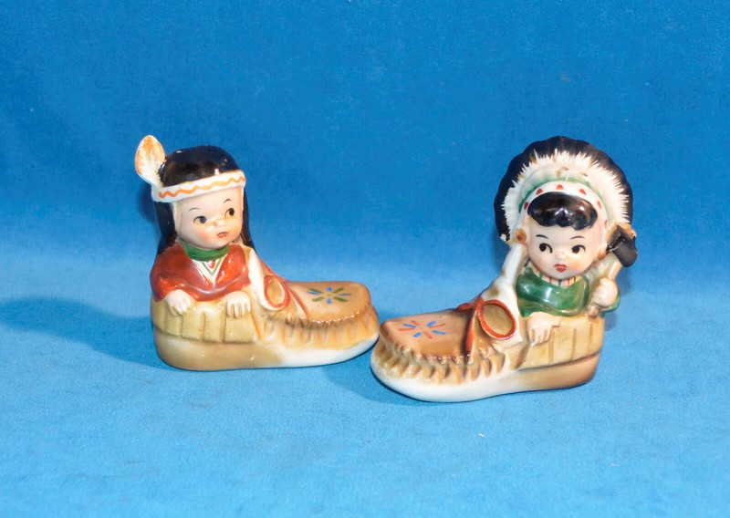 INDIAN/NATIVE AMERICAN CHILDREN IN MOCCASINS SALT & PEPPER SHAKERS