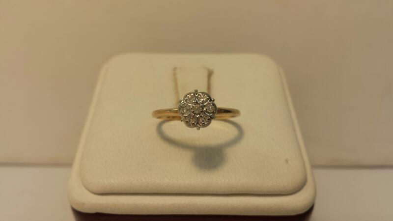 10k Yellow Gold Ring with 7 Diamonds at .07ctw - .8dwt - Size 4
