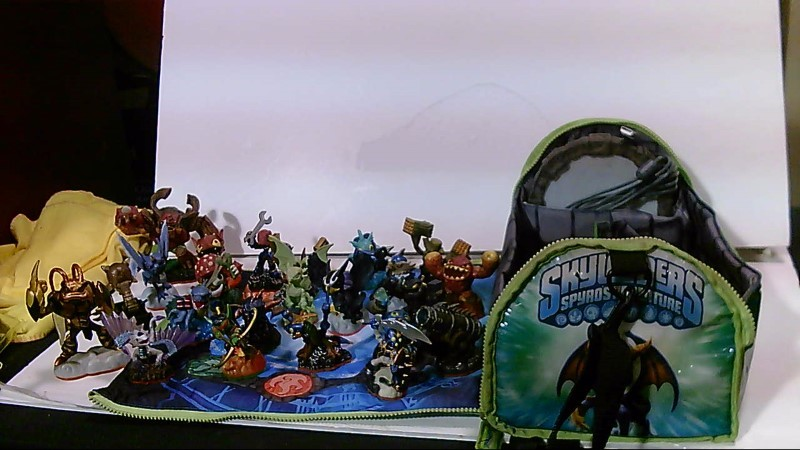 SKYLANDERS Video Game Accessory QUANTITY FIGURES