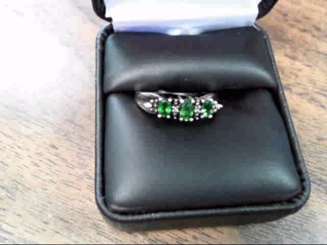 Green Stone Lady's Silver & Stone Ring 925 Silver 2.2dwt