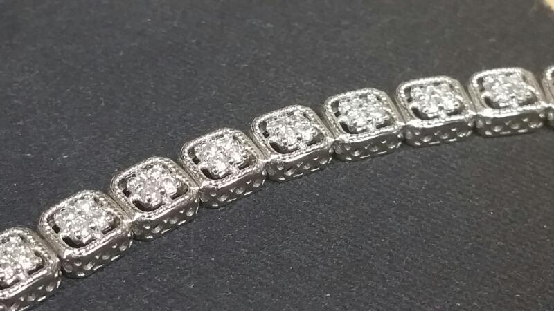 Gold-Diamond Bracelet 104 Diamonds 1.04 Carat T.W. 14K White Gold 9dwt