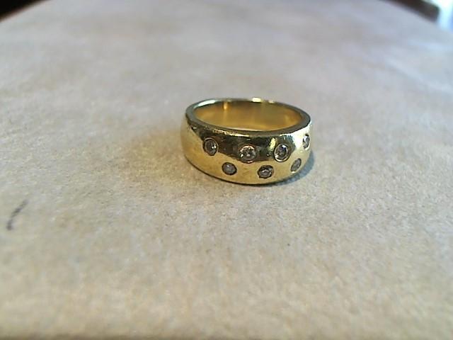 Lady's Diamond Cluster Ring 9 Diamonds .027 Carat T.W. 18K Yellow Gold 9.2g