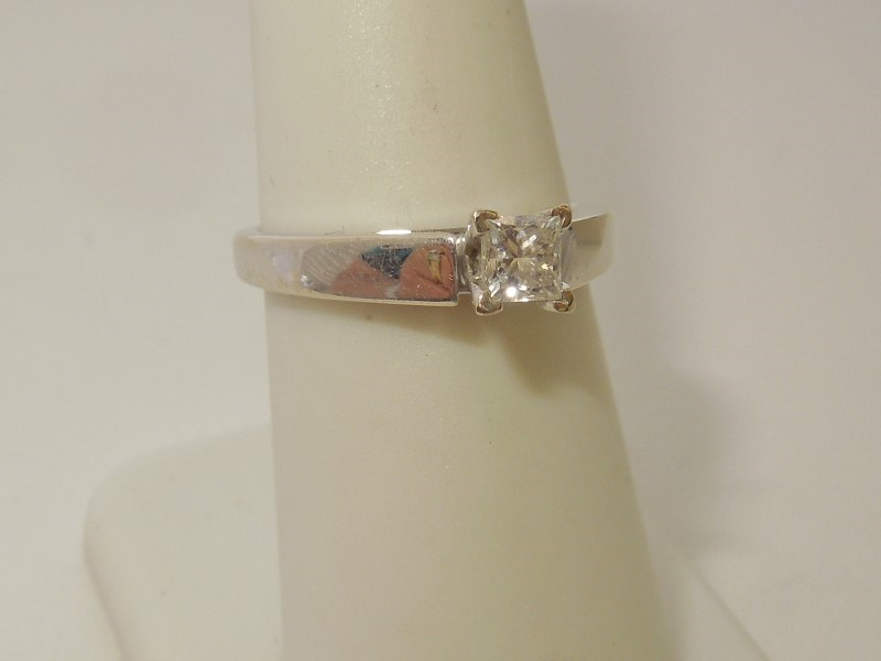 Lady's Diamond Solitaire Ring .35 CT. 14K White Gold 4.1g
