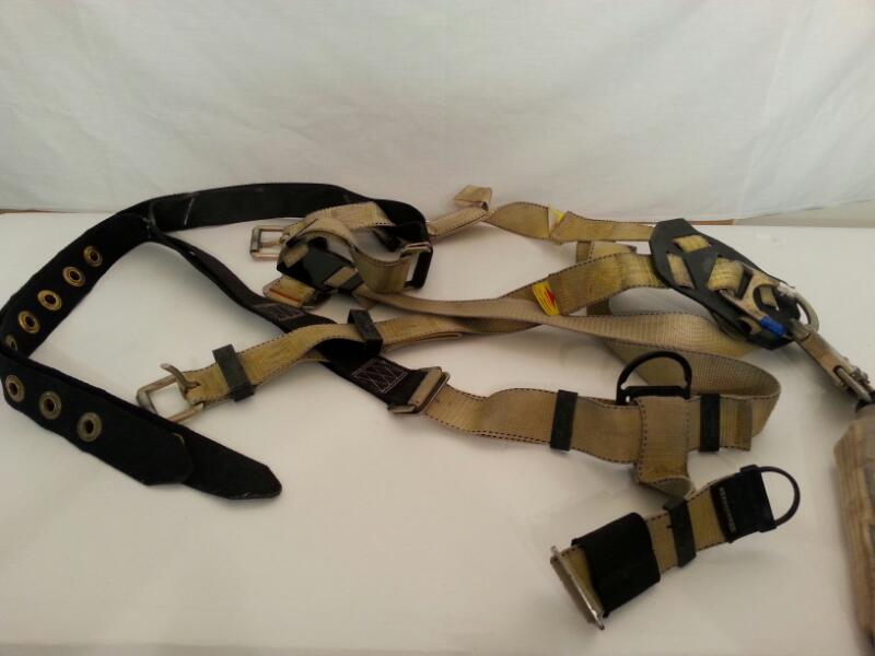 RELIANCE MODEL 800000 CLIMBING HARNESS]