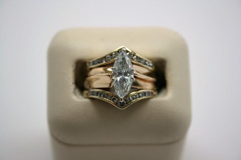 LADY'S MARQUISE CUT DIAMOND WEDDING SET 14K YELLOW GOLD