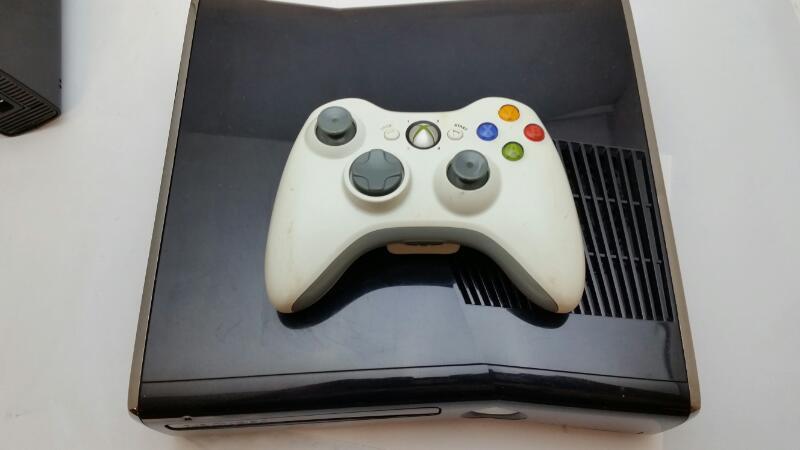 Microsoft Xbox 360 1439 4GB Glossy Black Console