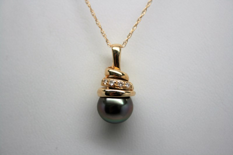 BLACK PEARL & WHITE STONE PENDANT 14K YELLOW GOLD