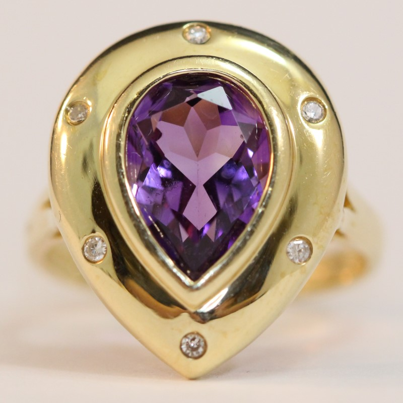 14K Yellow Gold Pear Cut Amethyst and White Stone Ring Size 6.75