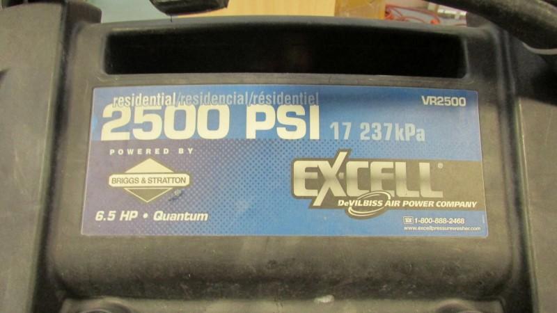 """BRIGGS & STRATTON PRESSURE SPRAYER VR2500 2500 PSI """"SEE DETAILS"""""""