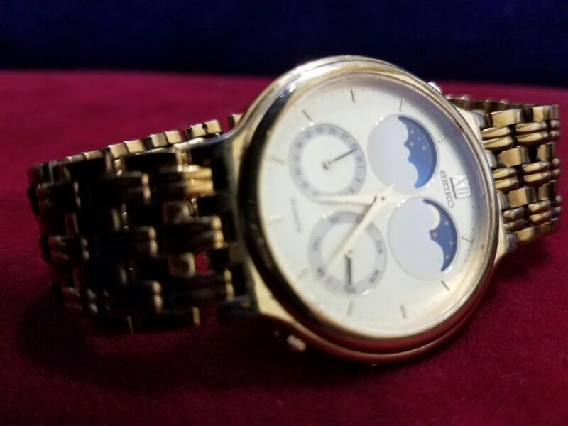 SEIKO Gent's Wristwatch 7F18-8A00