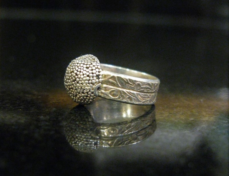 Vintage DOUBLE ENGRAVED BAND WITH STIPPLE DOTTED DOMED CAP, Size 4