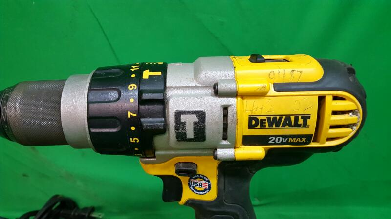 DEWALT Cordless Drill DCD985
