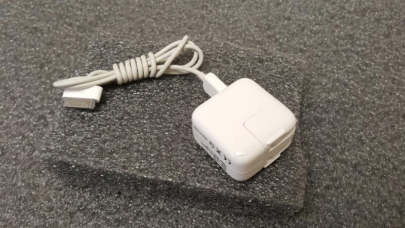 Apple iPad 1st Gen, 32gb, Wifi/AT&T (MC496LL/A)