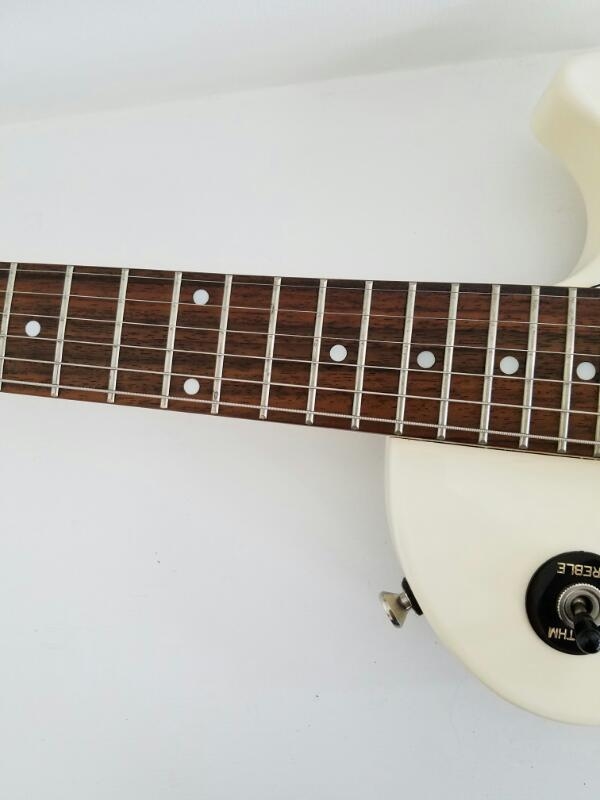 Epiphone Gibson Les Paul Standard 6-String Electic Guitar (White)