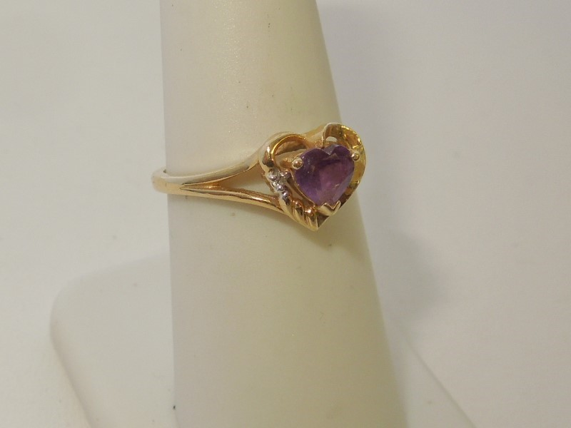 Synthetic Amethyst Lady's Stone Ring 14K Yellow Gold 2.4g Size:8